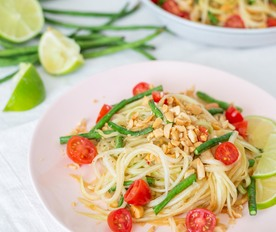 Healthy-Vegan-Green-Papaya-Salad-1